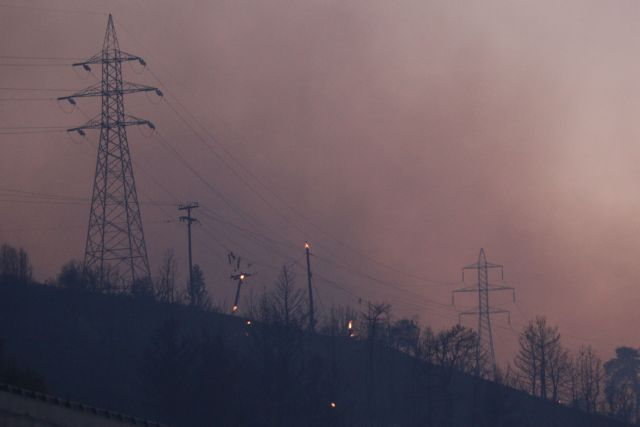 Μεγάλες φωτιές σε Ρόδο και Αιτωλοακαρνανία – Εκκενώθηκαν οικισμοί