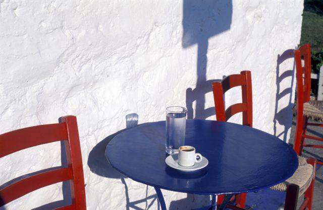 Κρήτη – Στέρηση άδειας και τσουχτερό πρόστιμο σε ιδιοκτήτη καφενείου για ανεμβολίαστους πελάτες