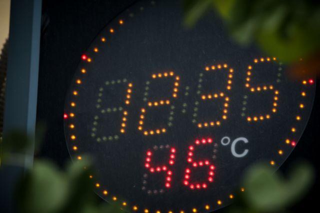 Καύσωνας – Εκτακτη σύσκεψη για το ηλεκτρικό – Εκκληση να περιοριστεί η κατανάλωση