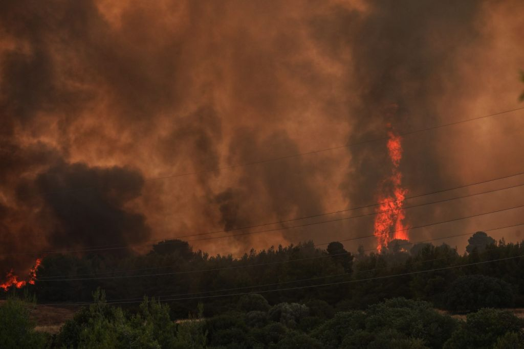 Huge wildfire rages in Varypombi, reports of entrapped people