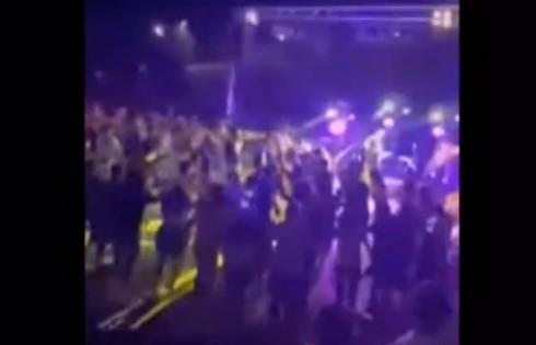 Κοροναϊός – Μεγάλη συναυλία με συνωστισμό και χορό στη Λιβαδειά