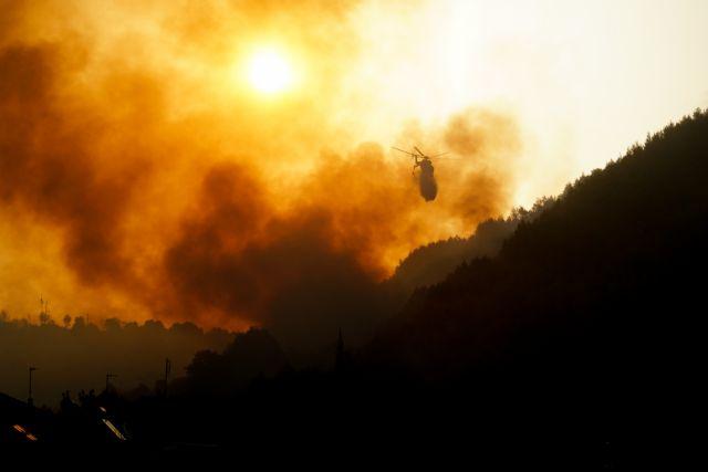 Φωτιά στην Ηλεία – 100 εγκλωβισμένοι στο χωριό Κλάδεος – Εκκενώνονται οικισμοί