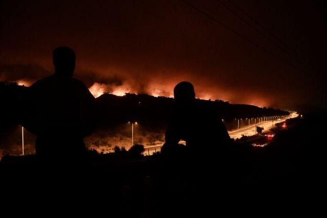 Φωτιά στην Αττική – «Δύσκολη η αποψινή νύχτα» λέει ο δήμαρχος Διονύσου