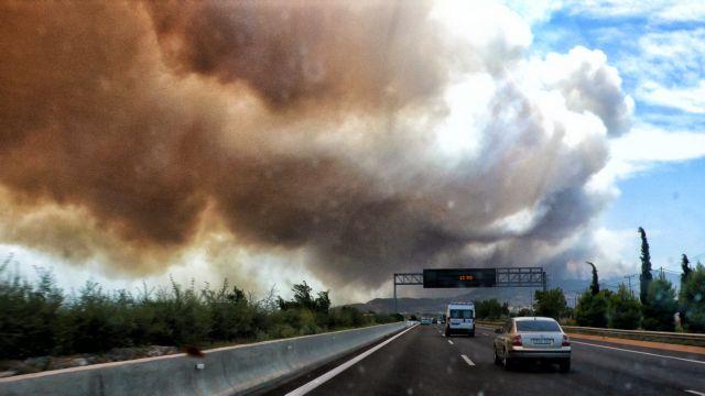 Φωτιές – Χωρίς διόδια η Αττική Οδός – Ποιοι δρόμοι του Λεκανοπεδίου παραμένουν κλειστοί