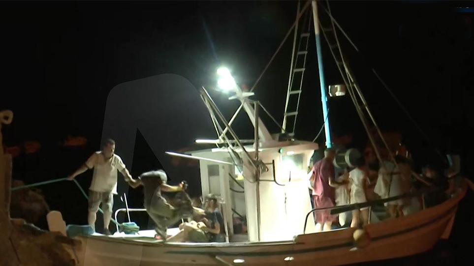 Φωτιά στην Εύβοια – Απεγκλωβίστηκαν διά θαλάσσης πάνω από 200 άτομα στην Αγία Άννα – Εκκενώθηκε και η Στροφυλιά