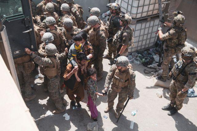 Αφγανιστάν – Συναγερμός στο αεροδρόμιο της Καμπούλ – Πυροβολισμοί με νεκρό