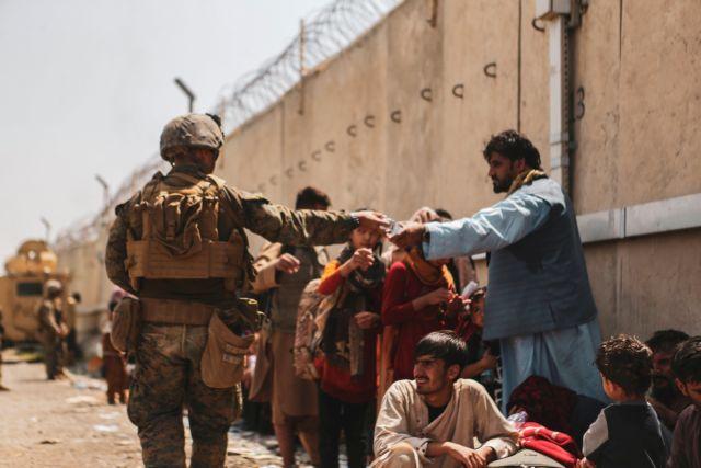 Βρετανία – «Απίθανη» η παράταση προθεσμίας για εκκένωση του Αφγανιστάν – Η κατάσταση γίνεται «πιο επικίνδυνη»