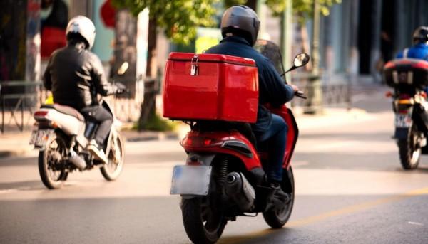 Λάρισα – Έκλεψε το μηχανάκι ντελιβερά την ώρα που παρέδιδε το φαγητό