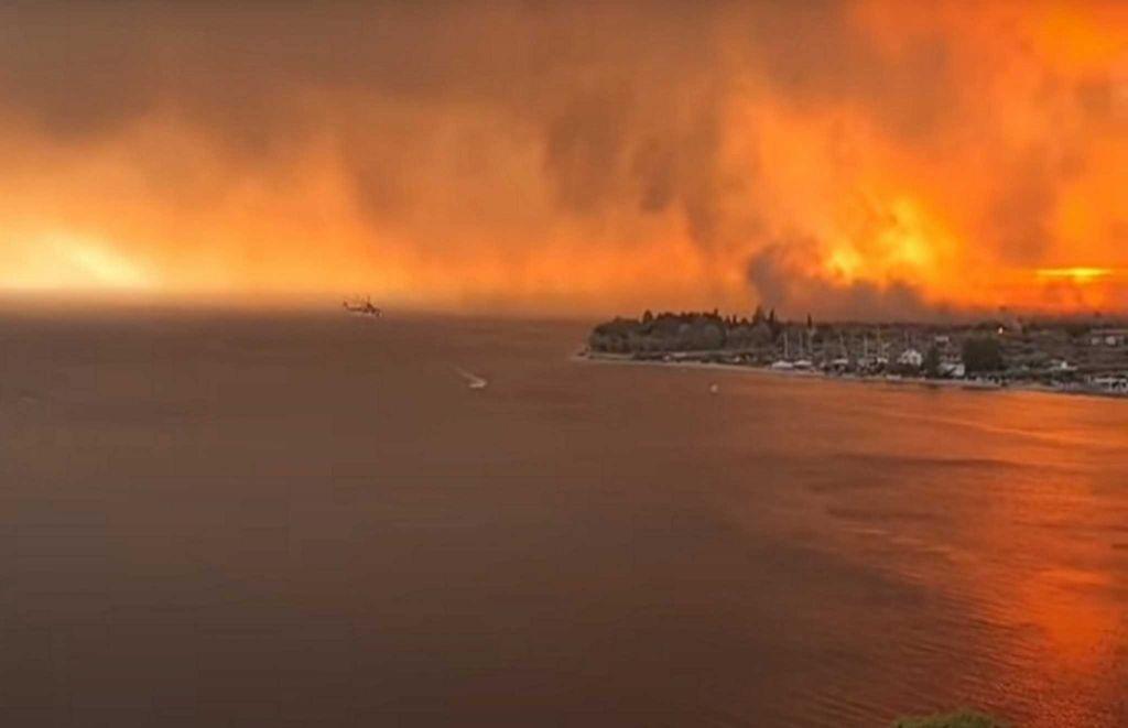 Φωτιά στην Εύβοια – Εικόνες «Αποκάλυψης» – Καίγονται οικισμοί γύρω από τη Λίμνη
