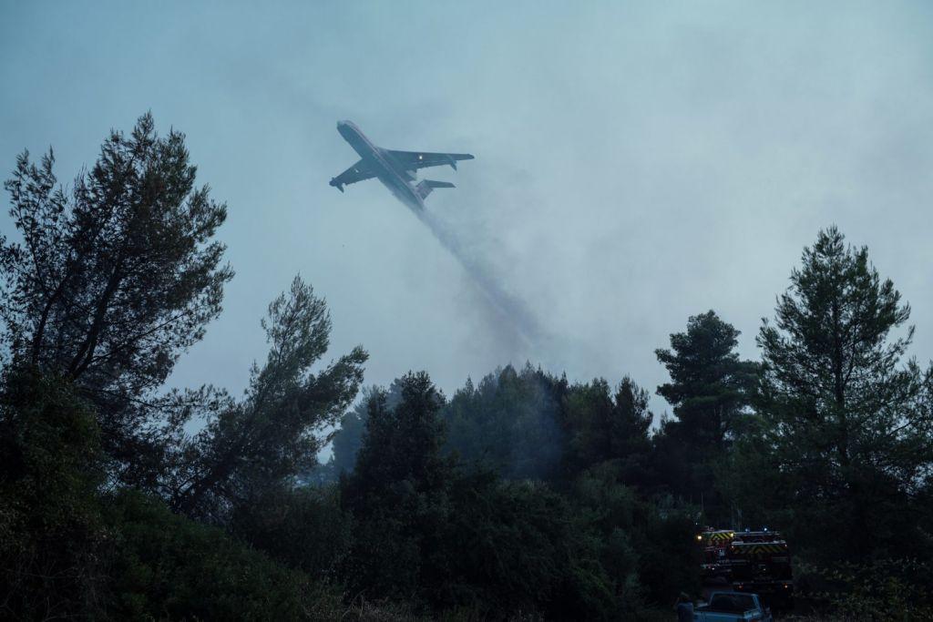 Φωτιές – Ενεργό το μέτωπο στη Γορτυνία, σηκώθηκαν τα εναέρια – Τι γίνεται στην Εύβοια