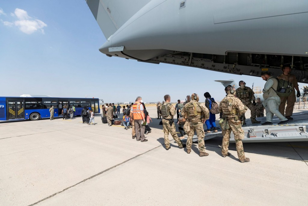 Αφγανιστάν – Πώς εξηγούνται τα πυρά, ενώ είχε απογειωθεί ιταλικό C-130