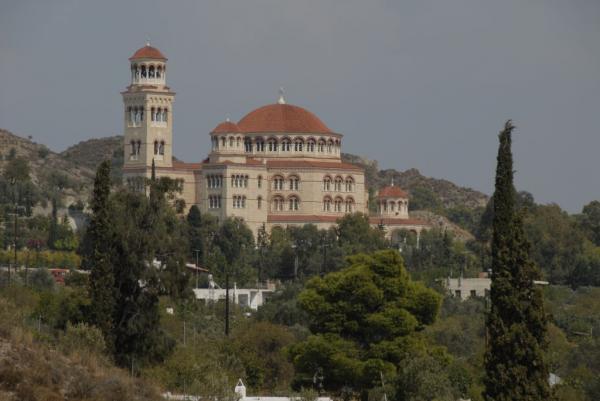 Άγιος Νεκτάριος – «Λουκέτο» σε ένα από τα μεγαλύτερα μοναστήρια της χώρας