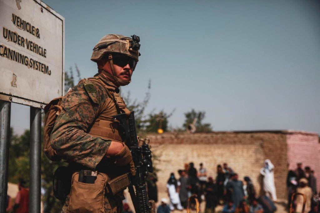 Αφγανιστάν – Νεαρή Αφγανή εκλιπαρεί να φύγει από την Καμπούλ – Συγκλονιστικό βίντεο