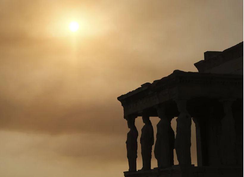 Φωτιά στη Βαρυμπόμπη – «Πνίγεται» στους καπνούς η Αττική – Από τις Αχαρνές μέχρι το Φάληρο