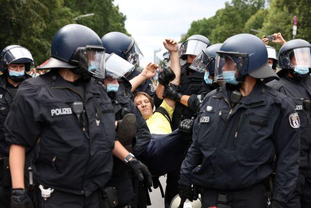 Βερολίνο – Επεισόδια σε διαδήλωση για τα περιοριστικά μέτρα