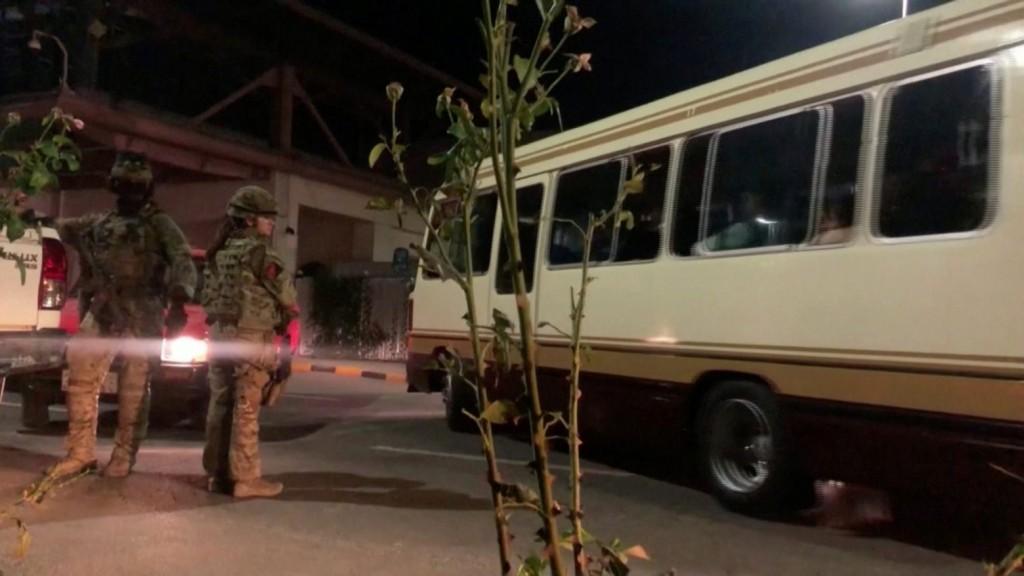 Αφγανιστάν – Ποντάρουν τη ζωή τους σε ένα λεωφορείο – Συγκλονίζουν οι ιστορίες από την Καμπούλ
