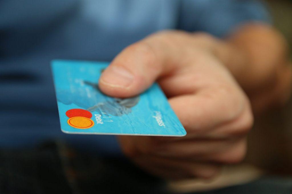 Πιερία – Της έκλεψε την κάρτα και έκανε διαδικτυακές αγορές αξίας χιλιάδων ευρώ
