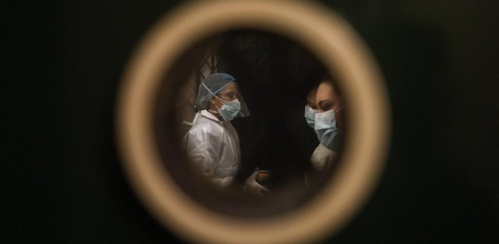 Κοροναϊός – Η πρώτη έρευνα σε «πραγματικό χρόνο» χρειάστηκε 30 ανεμβολίαστους εθελοντές