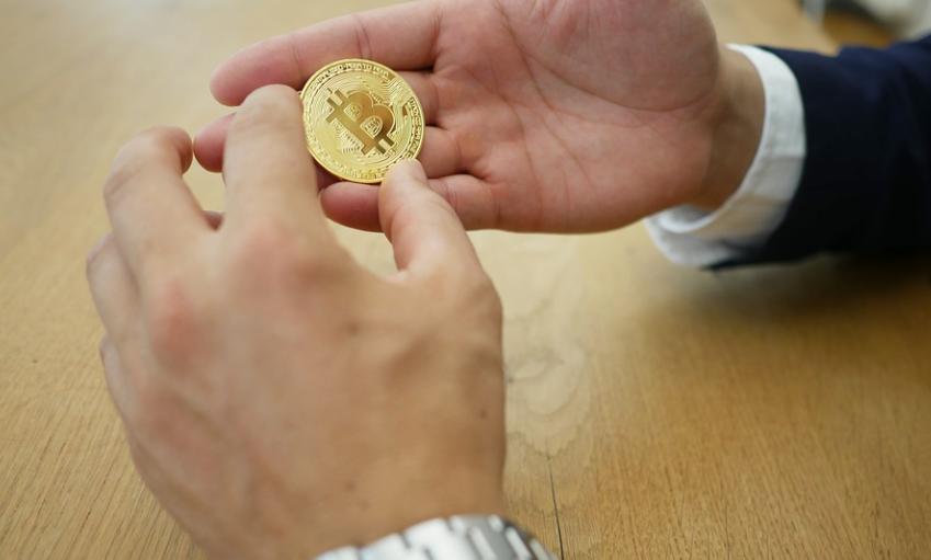 Ο δήμαρχος που θέλει να δώσει σε όλους 1.000 δολάρια σε Bitcoin