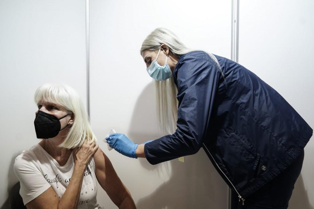 Welt – Σαφώς πιο σκληρή η Ελλάδα απέναντι στους ανεμβολίαστους – Ασαφείς οι γερμανοί πολιτικοί