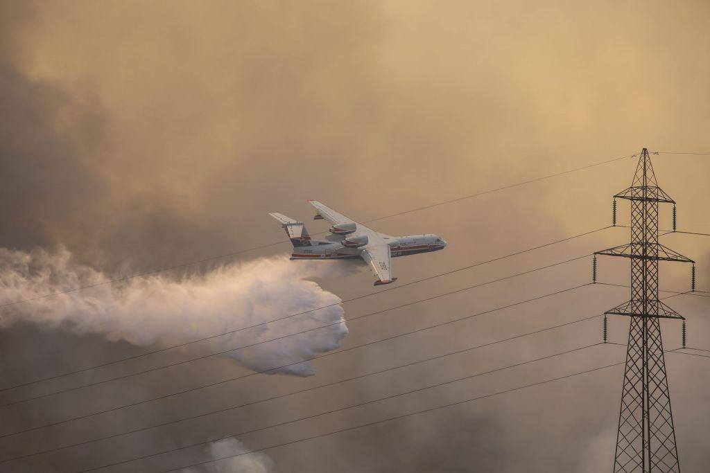 Ηigh, medium-voltage power lines knocked out from raging wildfire