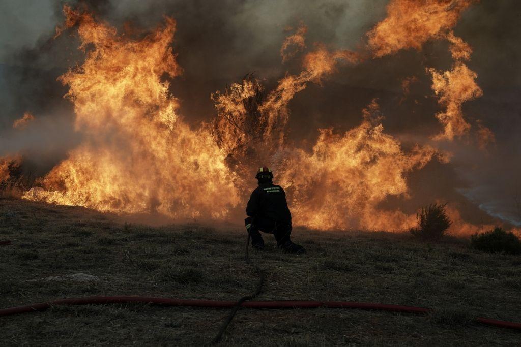 Πολύ υψηλός κίνδυνος πυρκαγιάς για Αττική, Εύβοια και άλλες τρεις περιοχές για την Παρασκευή