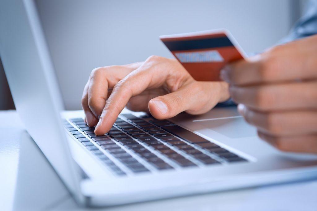 Ηλεκτρονικές συναλλαγές – Οι βασικές μορφές απάτης – Τι πρέπει να προσέχουν οι καταναλωτές