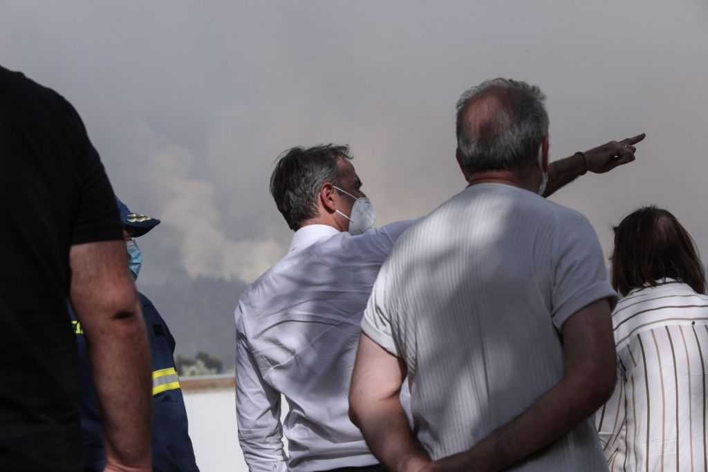 Σε Βαρυμπόμπη και Τατόι ο Μητσοτάκης – Μετέβη και στο Κέντρο Επιχειρήσεων της Πυροσβεστικής
