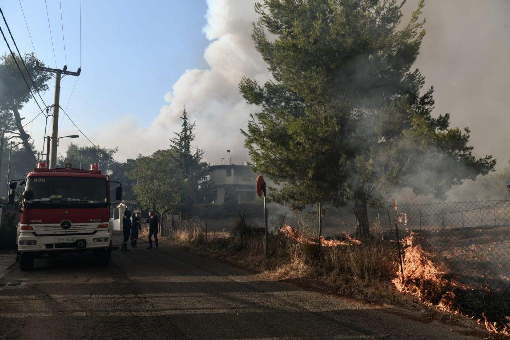 Φωτιά στην Αττική – Νέα μεγάλη αναζωπύρωση στο Κρυονέρι