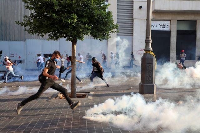 Δακρυγόνα και πέτρες στη Βουλή του Λιβάνου – 6 τραυματίες διαδηλωτές