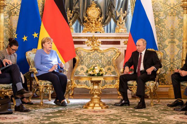 Ο «αποχαιρετισμός» του Πούτιν προς την Μέρκελ