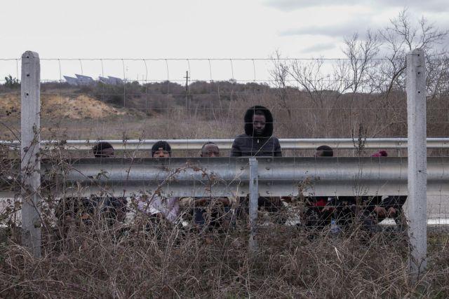 Βίντεο ντοκουμέντο – Δεκάδες μετανάστες περνούν παράνομα στην Ελλάδα