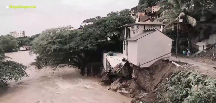 Μεξικό – Στο έλεος του τυφώνα Νόρα – Σπίτι γκρεμίζεται σαν τραπουλόχαρτο