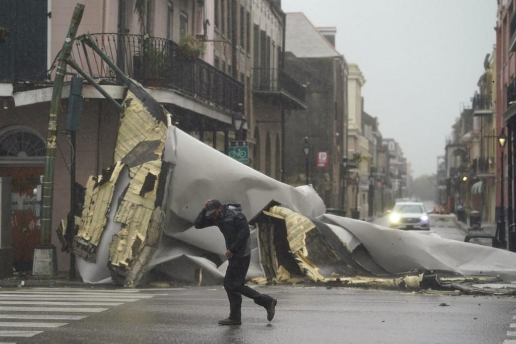 Τυφώνας Αιντα – Βύθισε στο σκοτάδι ολόκληρη τη Νέα Ορλεάνη