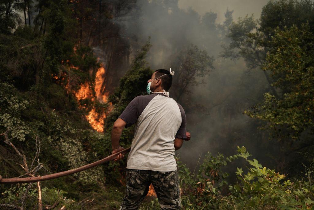 Έκτακτη ενημέρωση από τον Χαρδαλιά για τις πυρκαγιές