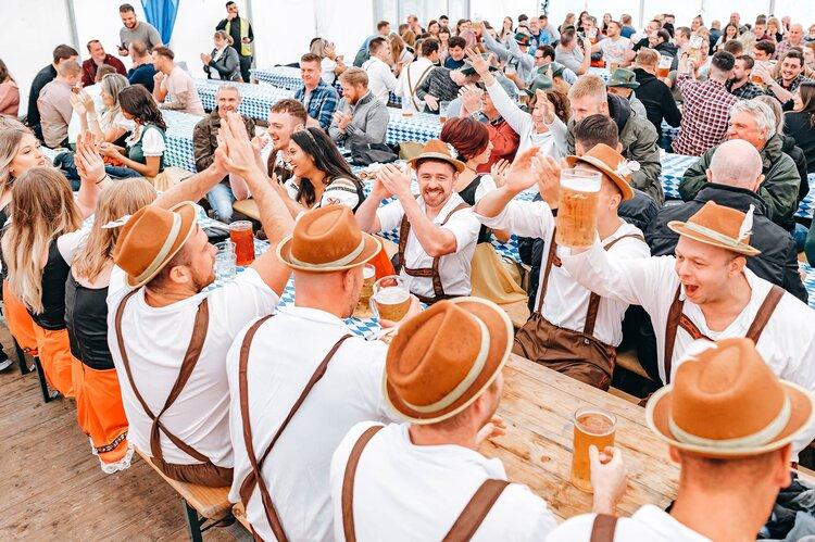 Bild – Η Γερμανία «εκκένωσε» χιλιάδες λίτρα μπύρας και κρασιού από το Αφγανιστάν