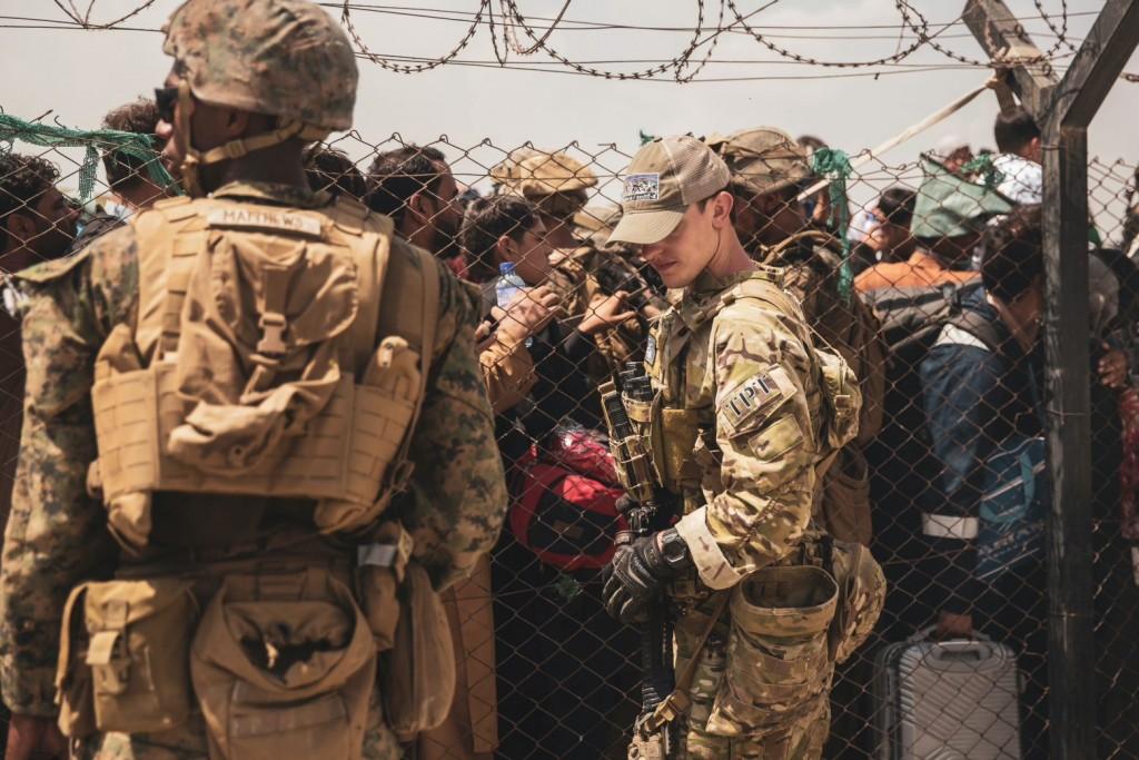 Αφγανιστάν – «Απίστευτα μεγάλο πλήθος στο αεροδρόμιο» – Χαμός και στο πέρασμα για Πακιστάν