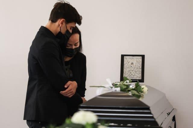 Άκης Τσοχατζόπουλος – Συγγενείς και φίλοι είπαν το τελευταίο «αντίο» στην κηδεία του