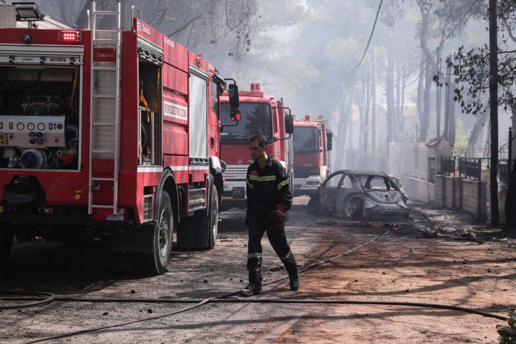 Στα όριά του το σύστημα υψηλής τάσης – Κίνδυνος μπλακ άουτ από την πυρκαγιά της Βαρυμπόμπης