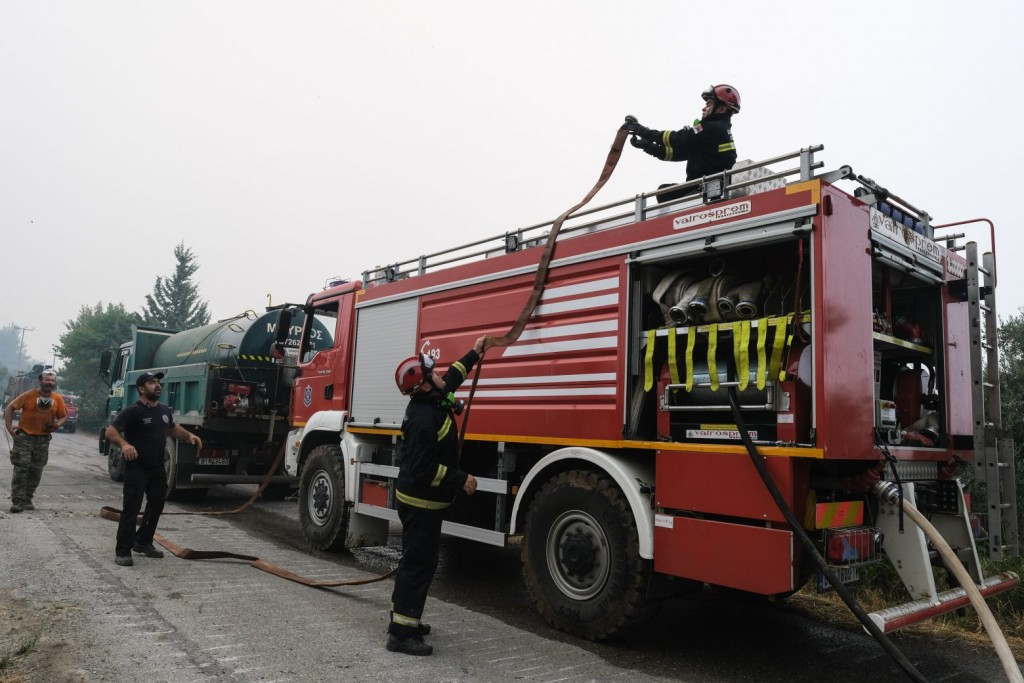 Μαρκόπουλο – Ξέσπασε φωτιά σε χαμηλή βλάστηση – Σηκώθηκαν και εναέρια μέσα