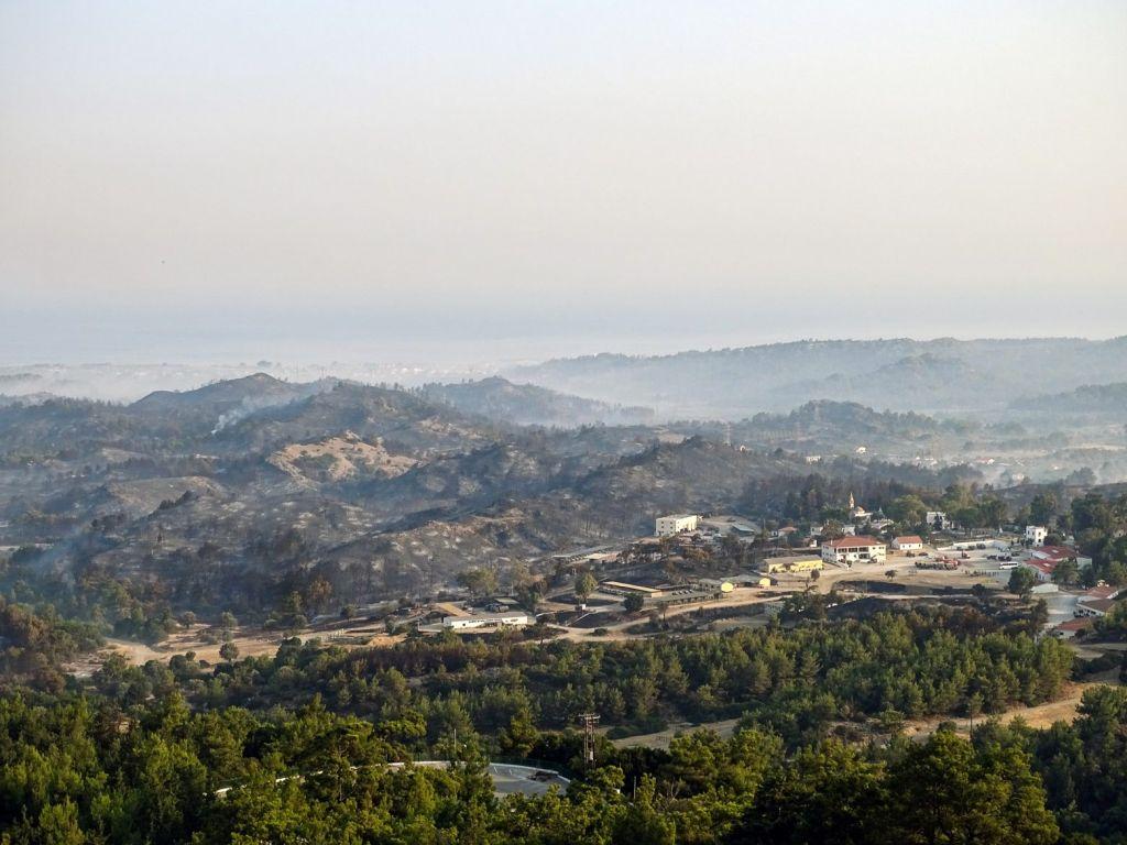 Ρόδος: Δεν υπάρχει ενεργό μέτωπο – Πόσα στρέμματα κάηκαν μετά την καταστροφική πυρκαγιά