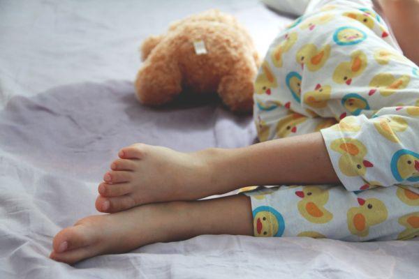 Nυχτερινή ενούρηση – Όταν το παιδί βρέχει το κρεβάτι του