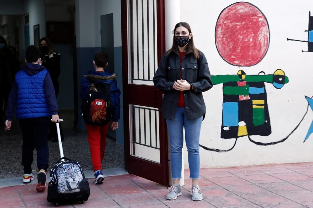Σχολεία – Ώρα αποφάσεων για το πρώτο κουδούνι – Τα μέτρα και το «αίνιγμα» με τη χρήση της μάσκας