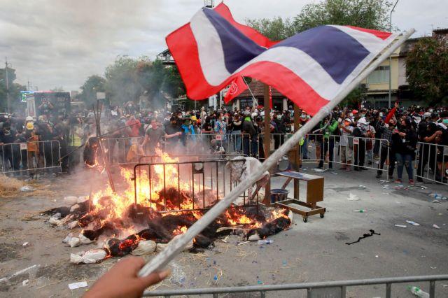 Ταϊλάνδη – Διαδηλωτές ζητούν την παραίτηση του πρωθυπουργού