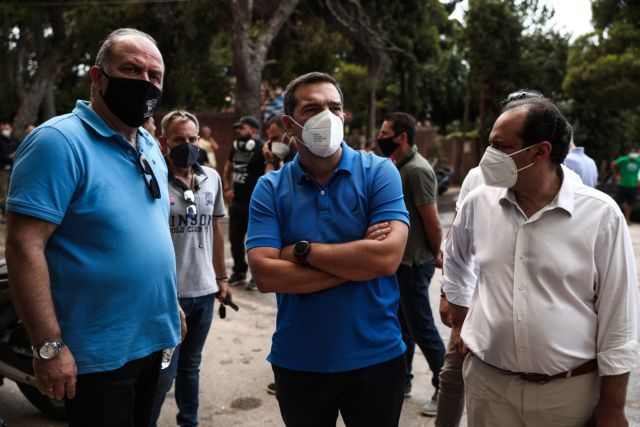 Σπίρτζης: Γιατί η αστυνομία κοιτούσε άπραγη την επίθεση σε δημοσιογράφους την ώρα του ρεπορτάζ στη φωτιά;