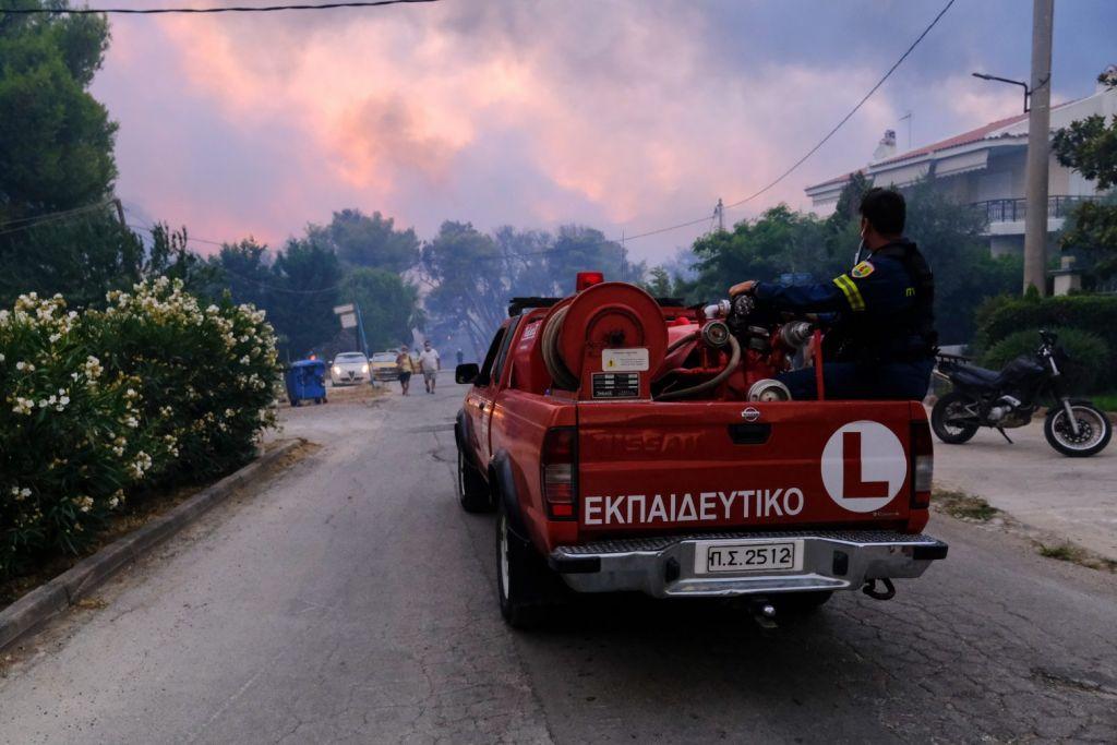 Φωτιά στη Βαρυμπόμπη – Πώς εξαπλώθηκε από ώρα σε ώρα