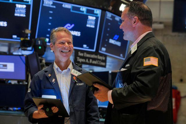 Πρασίνισαν οι δείκτες της Wall Street