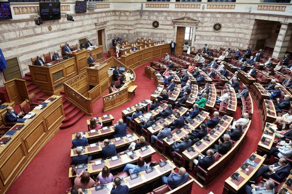 Φωτιές – Ακονίζουν τα «μαχαίρια» τους οι αρχηγοί για τη συζήτηση στη Βουλή