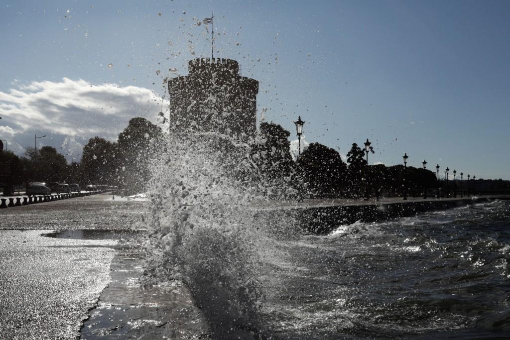 Θεσσαλονίκη – Ανησυχία για την αύξηση των κρουσμάτων – Μια ανάσα πριν το «μίνι lockdown»
