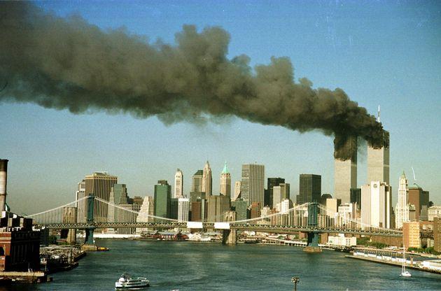 Συγκλονίζει Έλληνας που έζησε τον τρόμο της 11ης Σεπτεμβρίου – «Νομίζαμε ότι έπεφταν κομμάτια του κτιρίου αλλά ήταν άνθρωποι»